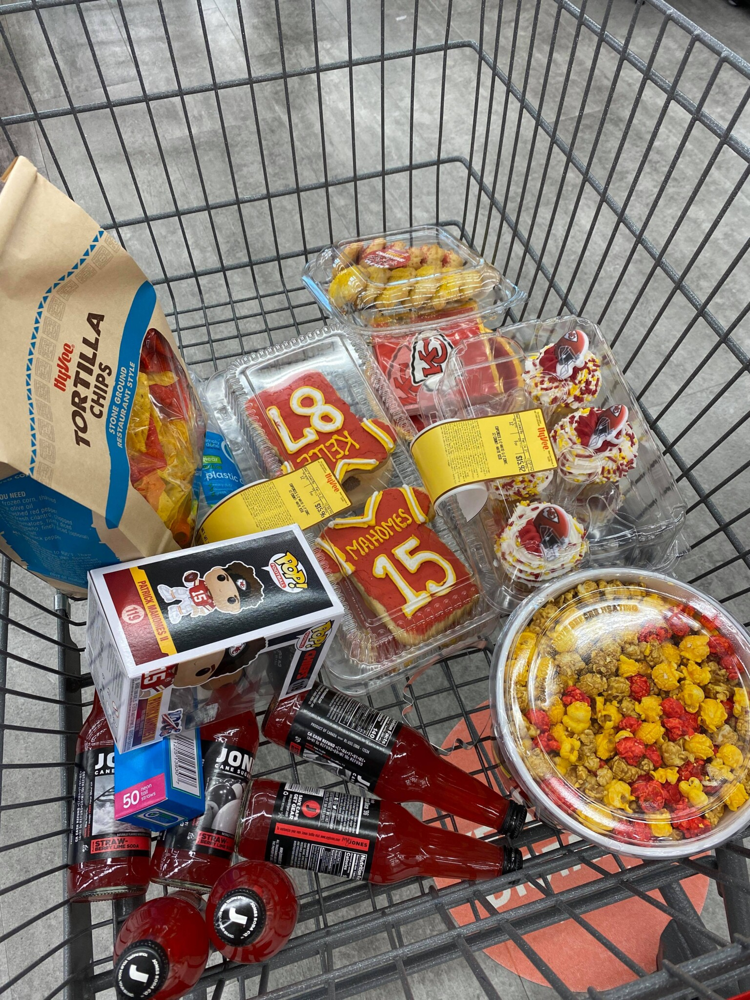 Hyvee shopping cart with desserts