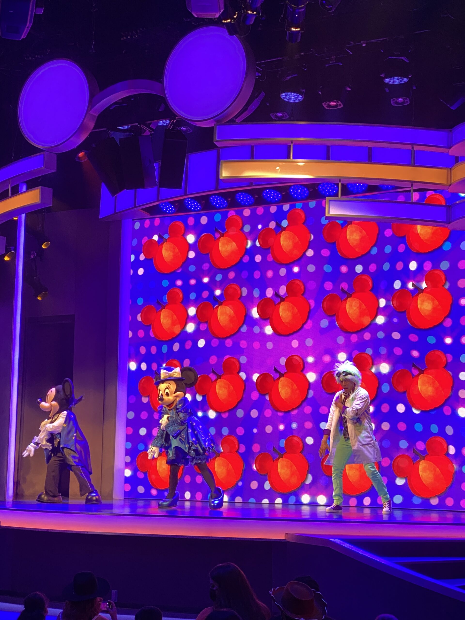 Mickey's Treat and Treat Show stage