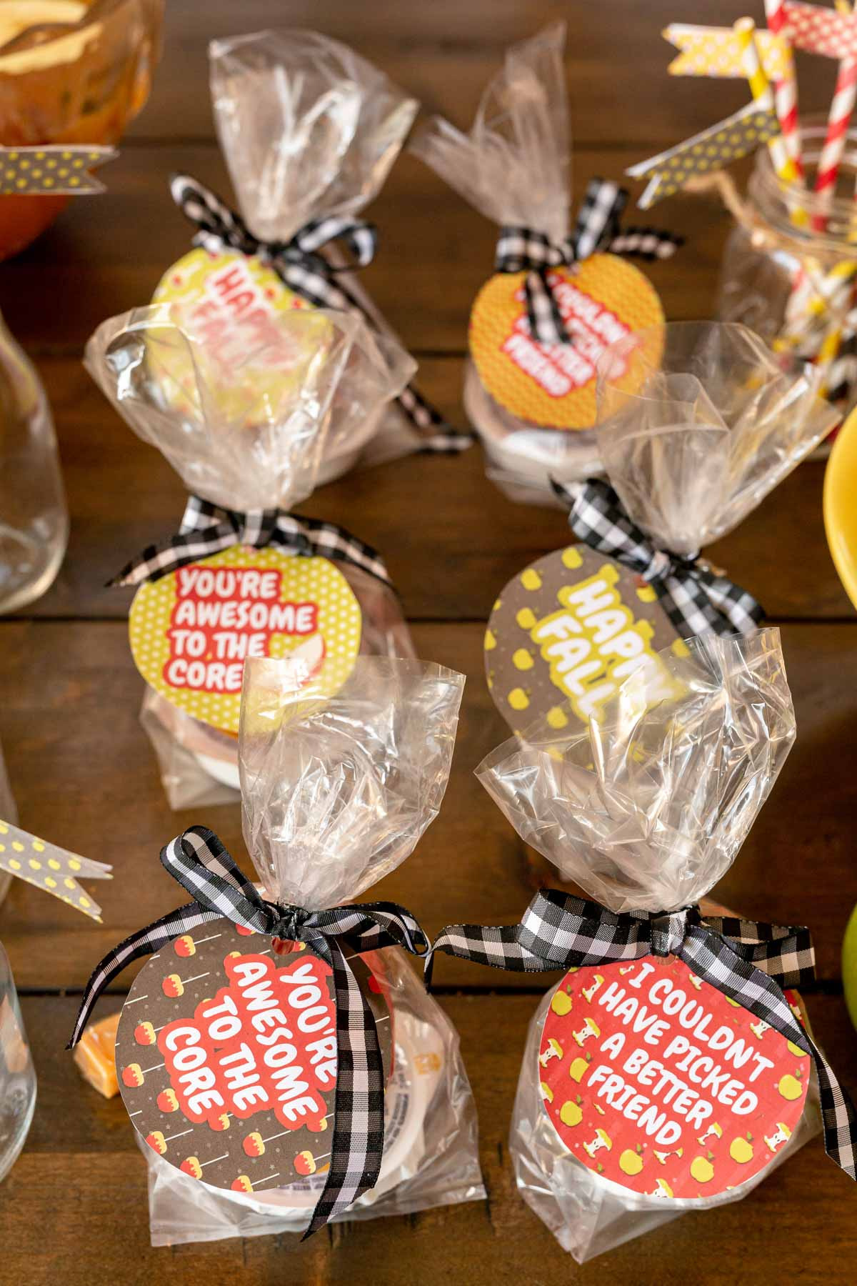 caramel apple wedding favors with tags