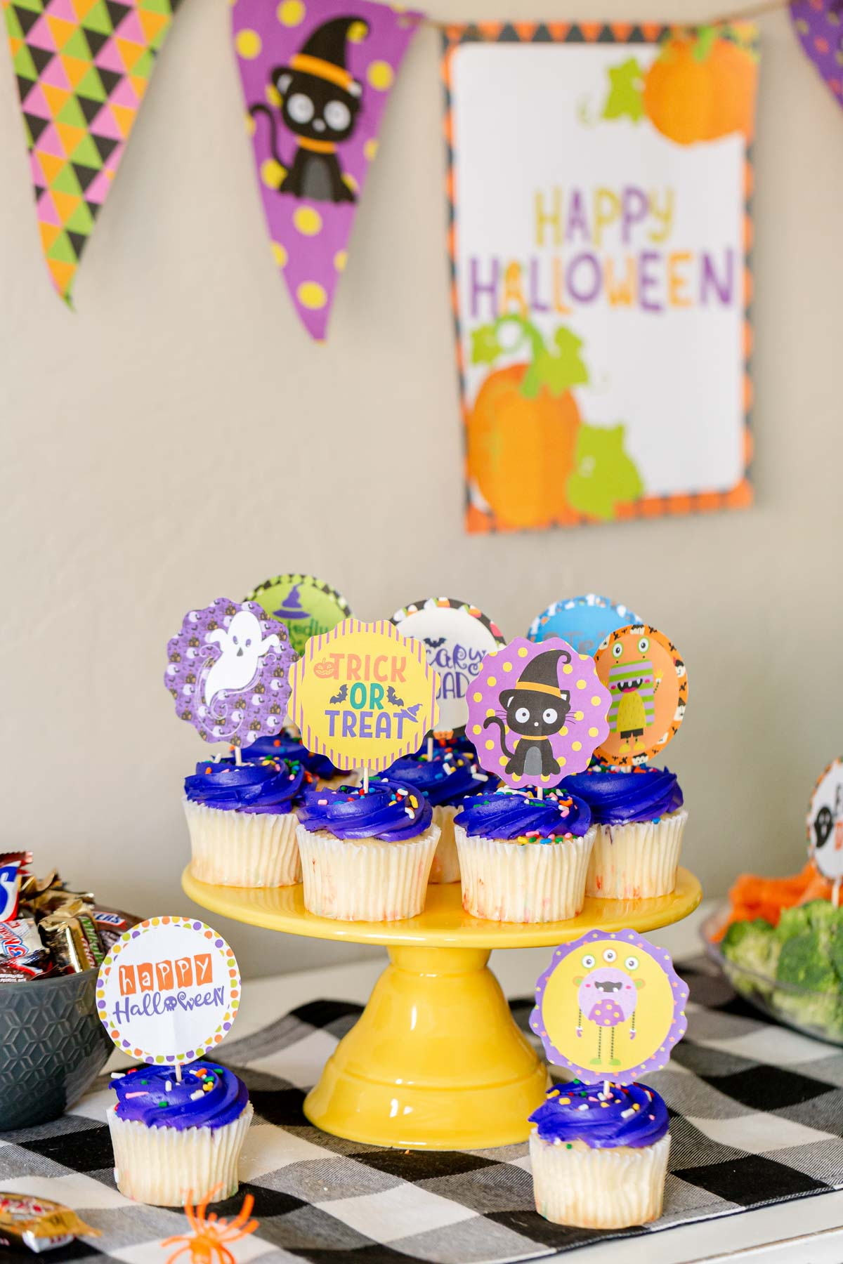 cupcake stand with Halloween cupcake toppers