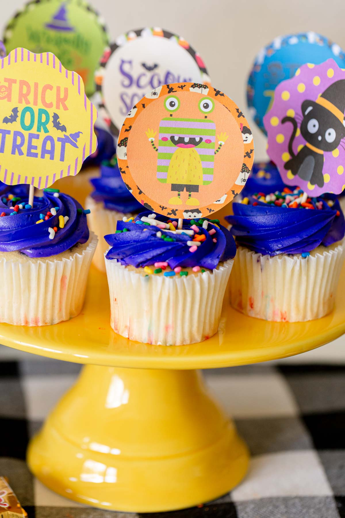 Halloween cupcakes with Halloween cupcake toppers on top