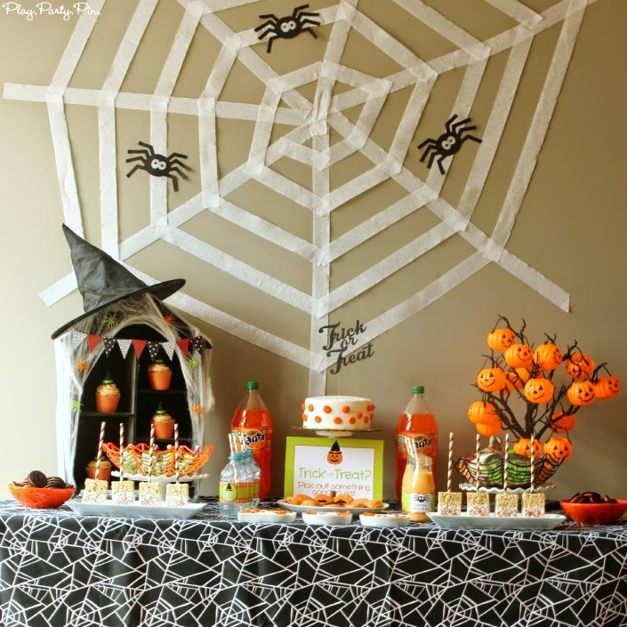 easy halloween party decoration ideas play party plan. Black Bedroom Furniture Sets. Home Design Ideas