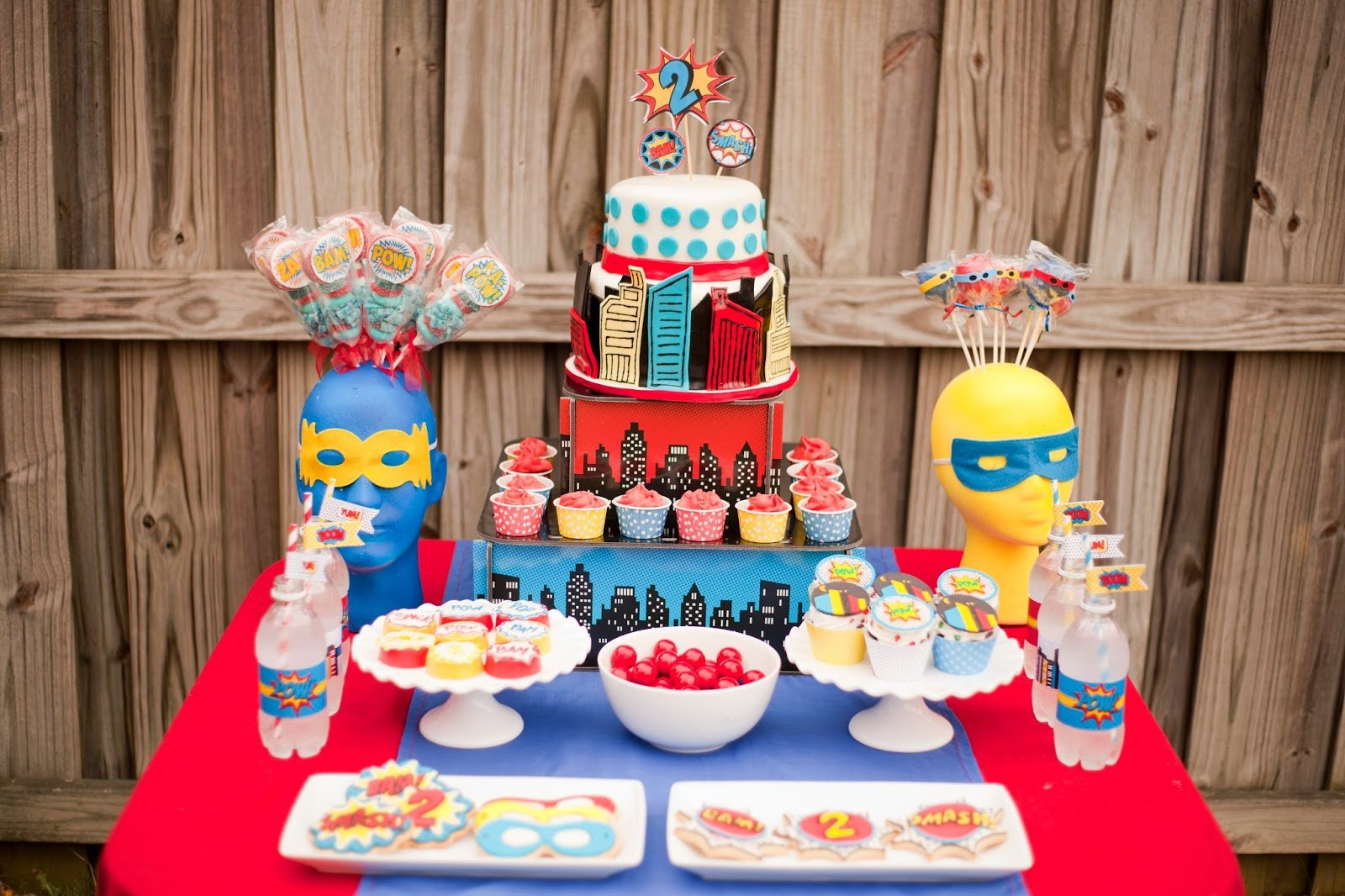 All sorts of superhero party ideas for your little superheroes from playpartypin.com